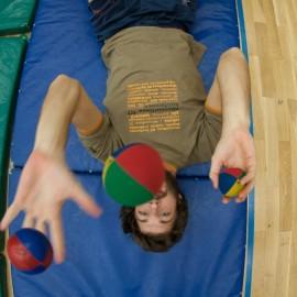 Odprte cirkuške delavnice za mlade in odrasle v Novem mestu