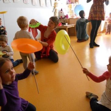Cirkuški pravljičarji na obisku v vrtcu